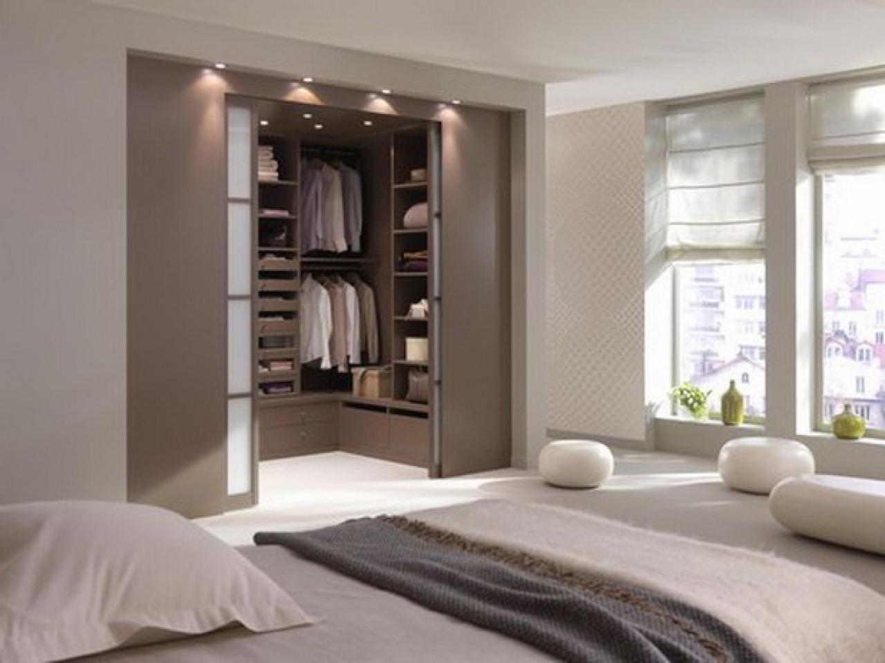 Шкафы в спальню фото внутри стен