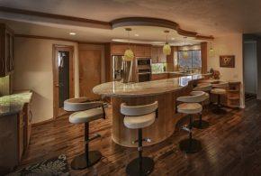 С барной стойкой кухня по индивидуальным размерам на заказ фасады из массива дерева лдсп мдф фасад пленки kuh84429