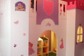 Детская в виде замка det62980 по индивидуальным размерам на заказ, материалы из лдсп мдф расцветка — фиолетовый разноцвет розовый интернет магазине mebelblok.ru