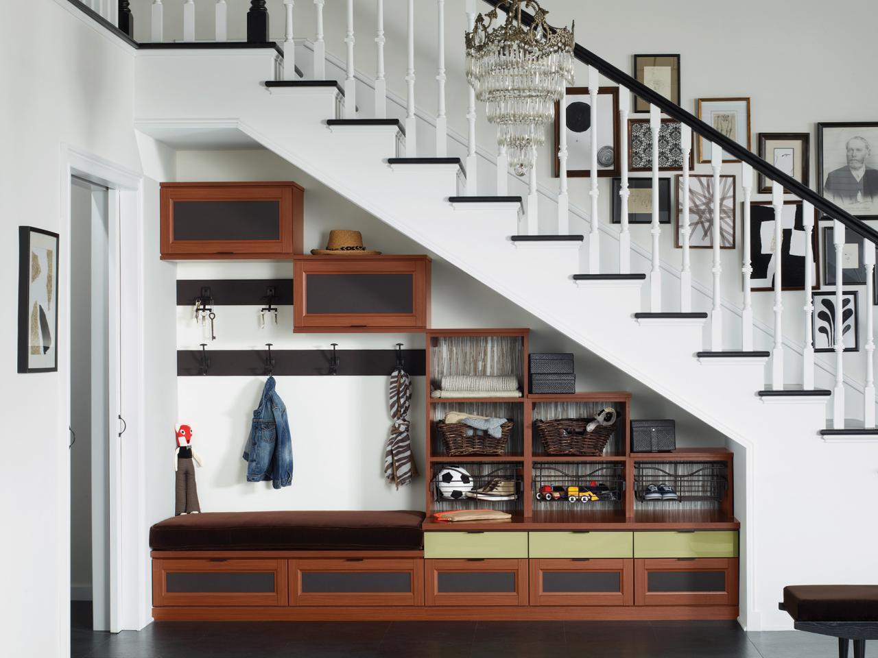шкаф под открытой лестницей фото идеи это